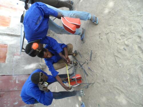 Fabrications des éléments de l'atelier soudure par les apprentis en soudure